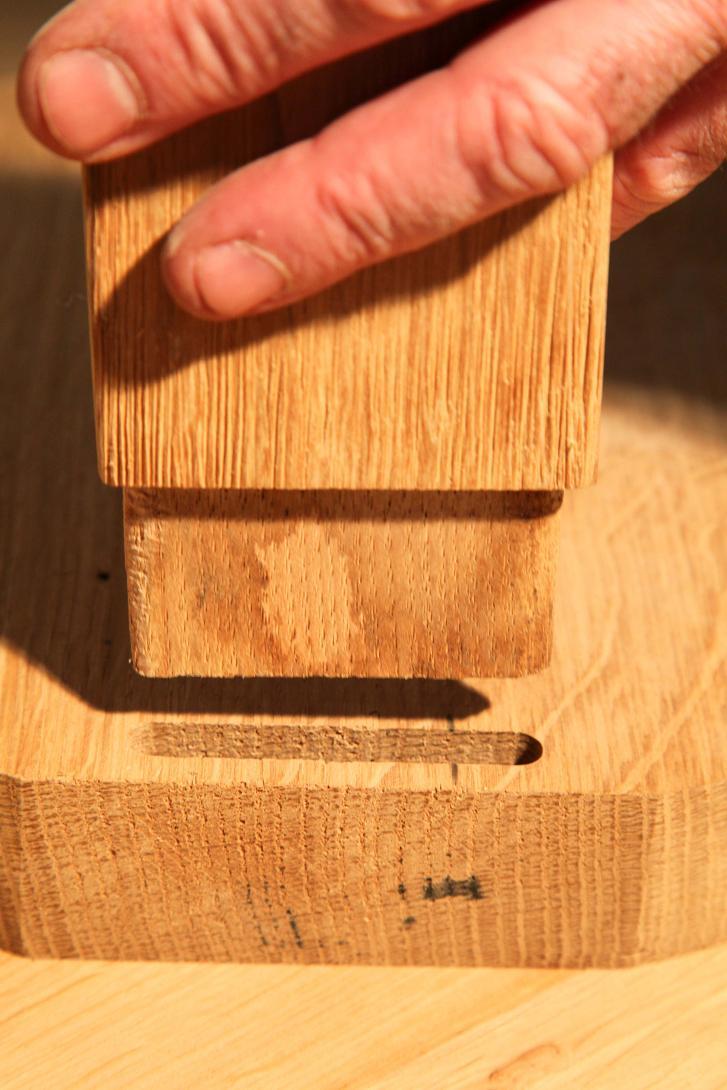 Tabouret de bar en bois recycl tastevin cuir for Assemblage bois meuble