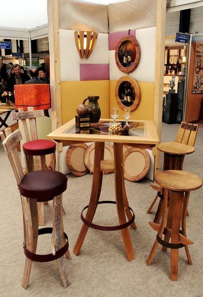 Galeries meubles en merrain meubles de cave et bar for Mange debout et tabouret de bar