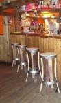 """Tabouret de bar """"brut de fut"""" auCafé Concert Masrock73450 Valloire -"""
