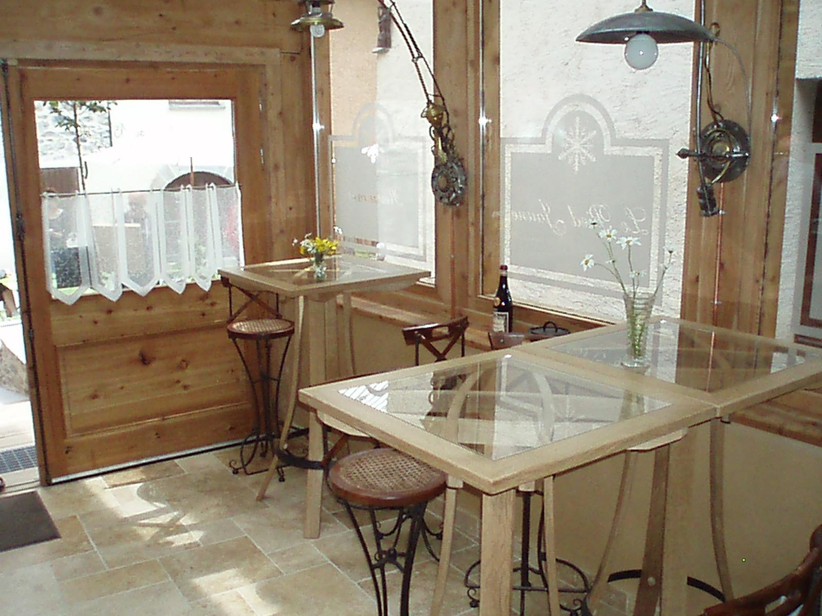 galeries meubles en merrain meubles de cave et bar. Black Bedroom Furniture Sets. Home Design Ideas