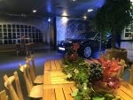 "location grande table ""romana"" et chaises ""tastevin"" chez Porsche monaco."